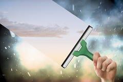 Zusammengesetztes Bild der Hand unter Verwendung des Wischers Stockbilder