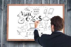 Zusammengesetztes Bild der hinteren Ansicht des Geschäftsmannschreibens mit einer weißen Kreide stockfotos
