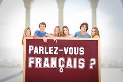 Zusammengesetztes Bild der lächelnden Gruppe von Personen mit einer Leerstelle, wie sie auf sie zeigen Lizenzfreies Stockfoto