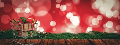 Zusammengesetztes Bild der Laufkatze voll der Geschenke Stockfotos