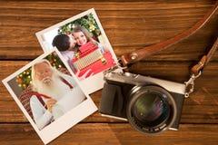 Zusammengesetztes Bild der Mutter und der Tochter zu Hause am Weihnachten Stockbilder