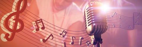 Zusammengesetztes Bild der Nahaufnahme des Mikrofons lizenzfreie stockbilder