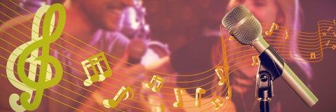 Zusammengesetztes Bild der Nahaufnahme des Mikrofons lizenzfreies stockfoto