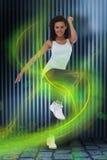 Zusammengesetztes Bild der Sitzfrau Aerobic-Übung tuend Lizenzfreies Stockfoto
