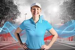 Zusammengesetztes Bild der Sportlerin aufwerfend auf schwarzem Hintergrund Stockbild