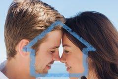 Zusammengesetztes Bild des Abschlusses herauf Ansicht von romantischen Paaren Stockbilder