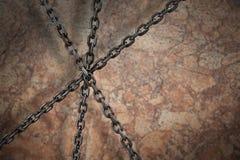 Zusammengesetztes Bild des Bildes 3d der metallischen schneidenen Ketten Stockfotos