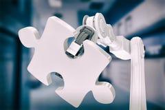 Zusammengesetztes Bild des Bildes der Maschine Puzzlen 3d halten Stockfoto