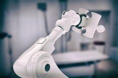 Zusammengesetztes Bild des Bildes des Roboters Puzzlespiel 3d halten Lizenzfreies Stockbild