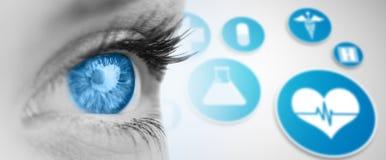 Zusammengesetztes Bild des blauen Auges auf grauem Gesicht Lizenzfreie Stockfotos
