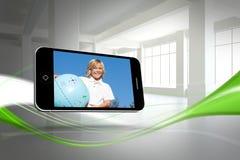 Zusammengesetztes Bild des blonden glücklichen Jungen auf Smartphoneschirm Stockfotografie