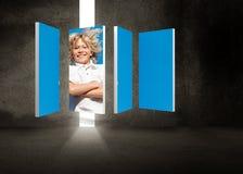Zusammengesetztes Bild des blonden Jungen auf abstraktem Schirm Stockbilder
