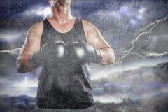 Zusammengesetztes Bild des Boxers beim Boxhandschuhlachen Lizenzfreies Stockbild