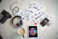Zusammengesetztes Bild des bunten Glücksrads auf beweglicher Anzeige stockfotos