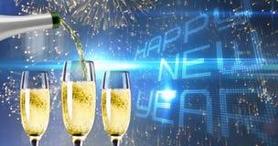 Zusammengesetztes Bild des Champagnergießens Stockbild