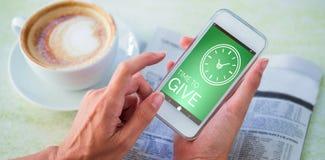 Zusammengesetztes Bild des digital erzeugten Bildes der Zeit, Text mit Uhrikone zu geben Stockbilder
