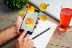 Zusammengesetztes Bild des dreidimensionalen Bildes der verschiedenen Emoticonsreaktionen 3d Lizenzfreie Stockfotos
