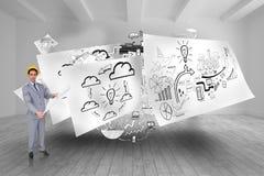 Zusammengesetztes Bild des ernsten Architekten mit dem Schutzhelm, der Pläne hält Stockfoto