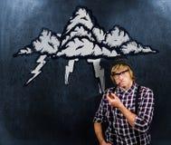 Zusammengesetztes Bild des ernsten blonden Hippies, der ein Rohr raucht Stockfotografie