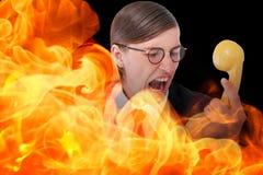 Zusammengesetztes Bild des geeky Geschäftsmannes schreiend am Retro- Telefon Lizenzfreie Stockfotografie