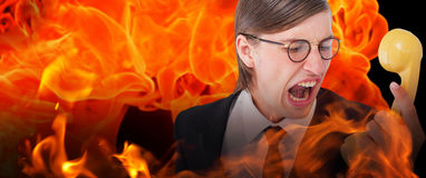 Zusammengesetztes Bild des geeky Geschäftsmannes schreiend am Retro- Telefon Lizenzfreies Stockfoto