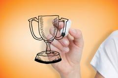 Zusammengesetztes Bild des Geschäftsfrauzeichnungs-Siegercups Lizenzfreie Stockfotografie