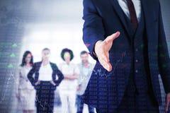 Zusammengesetztes Bild des Geschäftsmannes bereit, Hand zu rütteln stockfotografie
