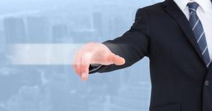 Zusammengesetztes Bild des Geschäftsmannes in der Klage seinen Finger zeigend lizenzfreie stockfotos