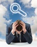 Zusammengesetztes Bild des Geschäftsmannes mit Kopf in den Händen Stockfoto