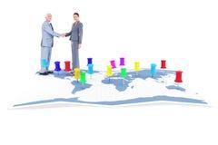 Zusammengesetztes Bild des Geschäftsmannes und der Frau, die Hände rütteln Lizenzfreie Stockbilder