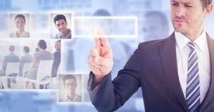 Zusammengesetztes Bild des Geschäftsmannes zeigend mit seinem Finger Lizenzfreies Stockfoto