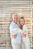 Zusammengesetztes Bild des glücklichen Paars blitzend ihr Bargeld Lizenzfreie Stockbilder