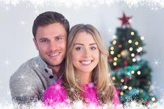 Zusammengesetztes Bild des glücklichen Paars halten Lizenzfreies Stockfoto
