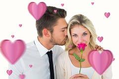 Zusammengesetztes Bild des gutaussehenden Mannes Freundin auf der Backe küssend, die eine Rose hält Lizenzfreie Stockfotografie