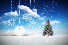 Zusammengesetztes Bild des Hängens von roten Weihnachtsdekorationen Stockbild