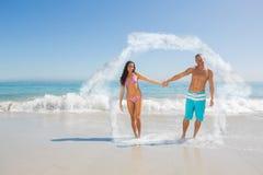 Zusammengesetztes Bild des lächelnden gutaussehenden Mannes seine Freundinhand halten Lizenzfreie Stockbilder