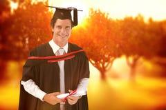 Zusammengesetztes Bild des Mannes graduierend von der Universität Stockfotos