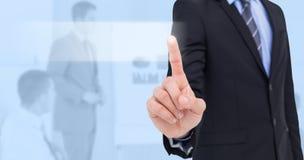 Zusammengesetztes Bild des mittleren Abschnitts des Geschäftsmannes etwas oben zeigend Lizenzfreies Stockbild