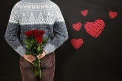 Zusammengesetztes Bild des mittleren Abschnitts des Mannes rote Rosen versteckend Lizenzfreie Stockfotografie