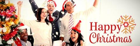 Zusammengesetztes Bild des netten Geschäftsteams, welches die Luft locht, um Weihnachten zu feiern stock abbildung