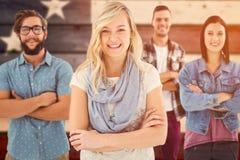 Zusammengesetztes Bild des Porträts der glücklichen Geschäftsfachleute mit den Armen gekreuzt stockfotografie