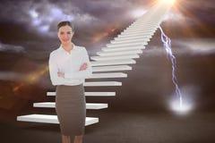 Zusammengesetztes Bild des Porträts einer eleganten Geschäftsfrau im Büro 3d Lizenzfreie Stockfotos