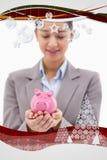 Zusammengesetztes Bild des Porträts einer jungen Geschäftsfrau, die ein Sparschwein hält Lizenzfreies Stockbild