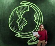 Zusammengesetztes Bild des Porträts des kreativen Geschäftsmannes Laptop halten Stockfoto