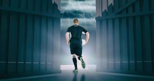 Zusammengesetztes Bild des Rugbyspielers laufend mit einem Rugbyball 3d Lizenzfreies Stockfoto
