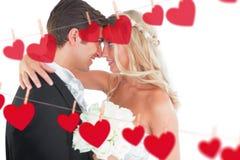 Zusammengesetztes Bild des schönen jungen verheirateten Paars, das im Gesicht sich schaut stock abbildung