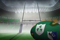 Zusammengesetztes Bild des verschiedenen Wappens auf Rugbyball Stockbilder
