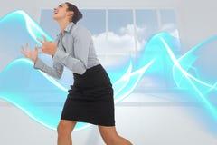 Zusammengesetztes Bild des wütenden Geschäftsfraugestikulierens Lizenzfreie Stockfotos