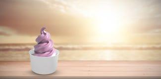 Zusammengesetztes Bild des zusammengesetzten Bildes 3d eines kleinen Kuchens Lizenzfreies Stockfoto