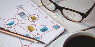 Zusammengesetztes Bild des zusammengesetzten Bildes der verschiedenen Ikonen schloss an, um die Darstellung des on-line-Einkaufen Lizenzfreies Stockfoto
